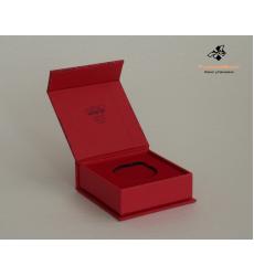 Коробка с магнитным клапаном с ложементом под медаль Эва с Флоком